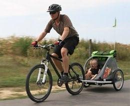 przyczepka-do-roweru-do-przewozu-dzieci-zrodlo-blog-aktywnysmyk-pl