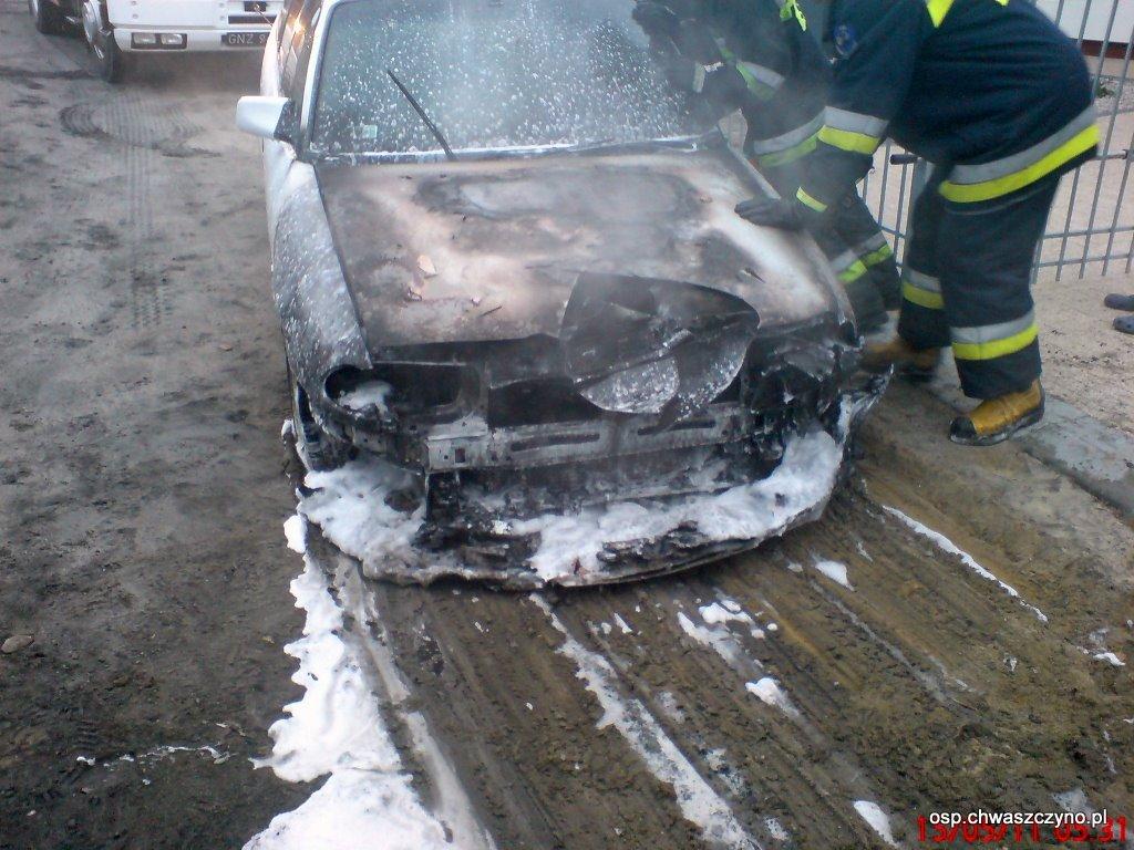 pozar-samochodu-w-warzenku-20110515-1