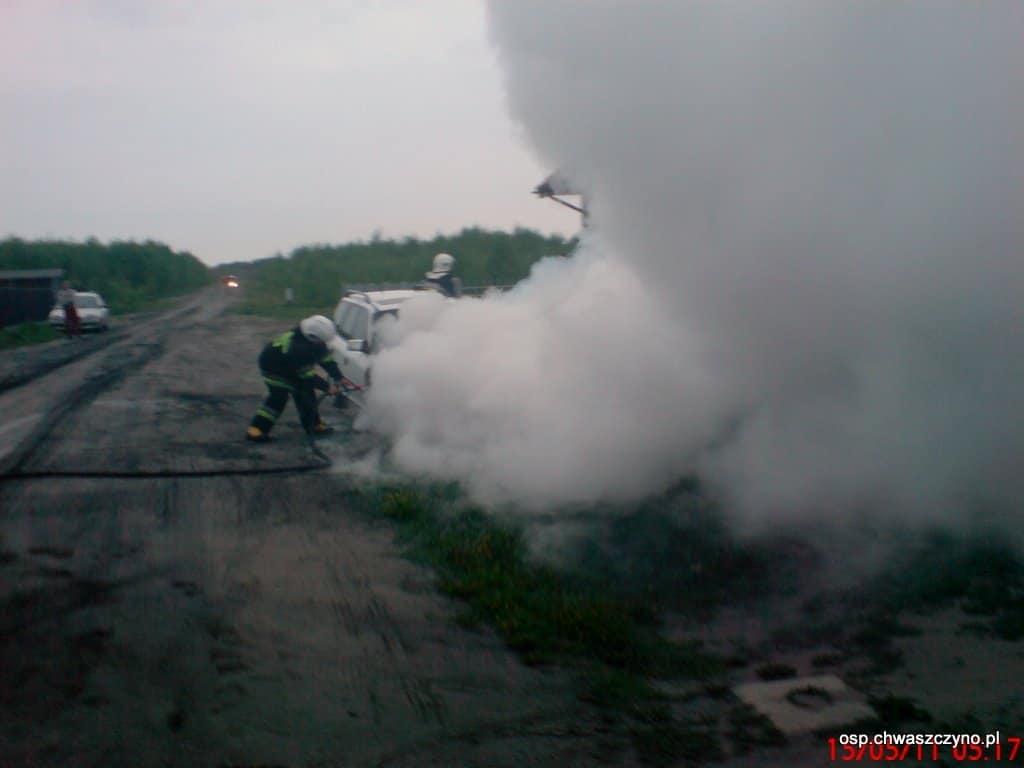 pozar-samochodu-w-warzenku-20110515-2