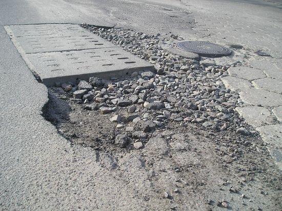 uszkodzona-droga-po-awarii-sieci-wodociagowej-1