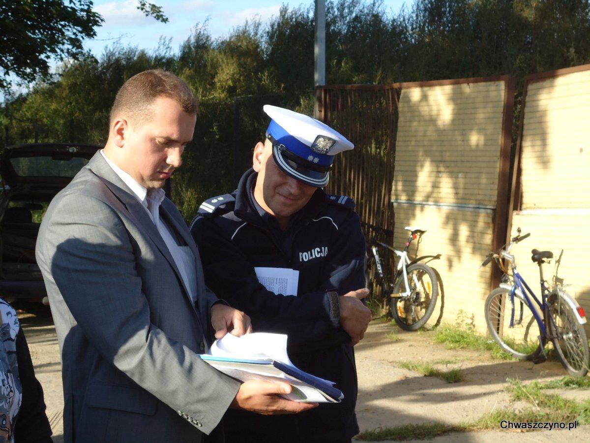 Od początku historii z zamkniętą drogą radny Ryszard Kalkowski walczył o uregulowanie stanu prawnego drogi