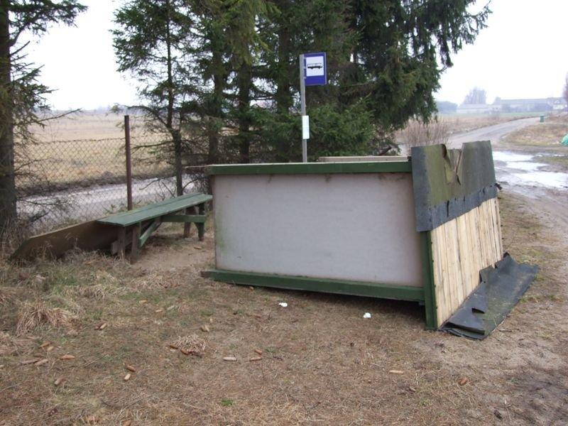 zdewastowana-wiata-chwaszczyno-kaszubska-droga-4
