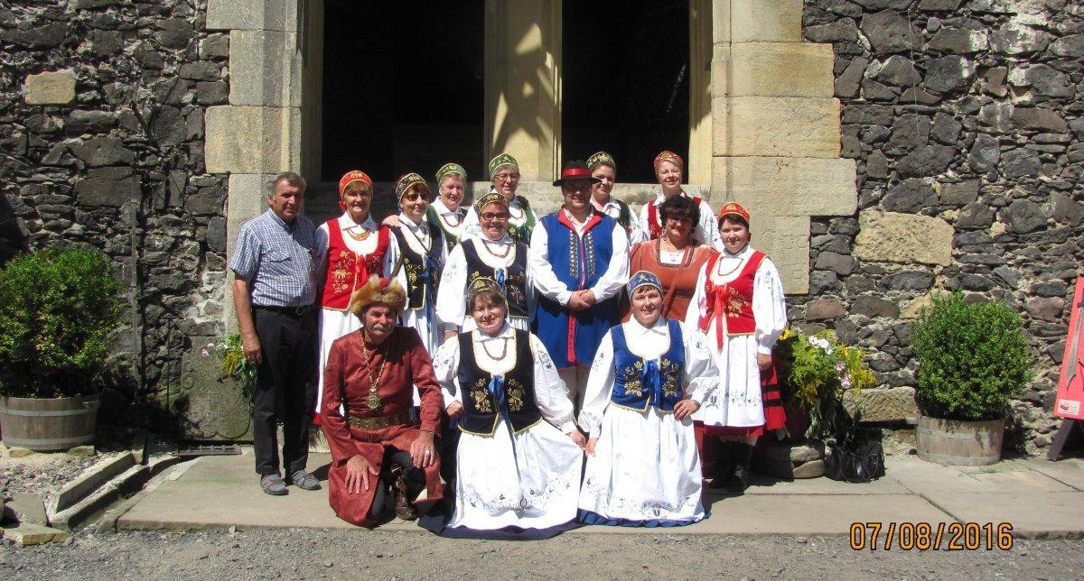 Zamek Grodziec – zespół w towarzystwie gospodarza kasztelana Zenona Bernackiego