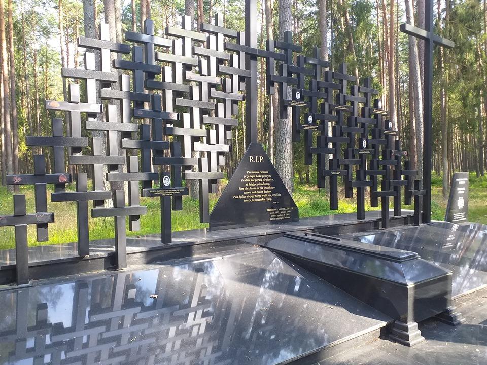pomnik piasnica